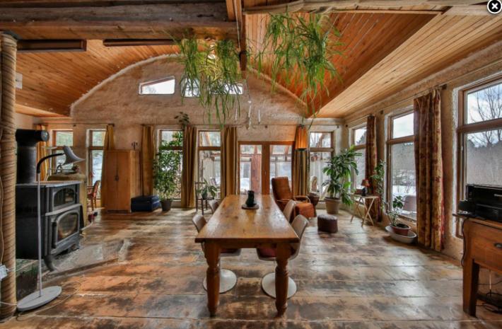 une maison cologique vendre pour 169 000 de la ruelle au salon. Black Bedroom Furniture Sets. Home Design Ideas
