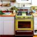 Marre du stainless? Vive les vieux électros dans les cuisines modernes!